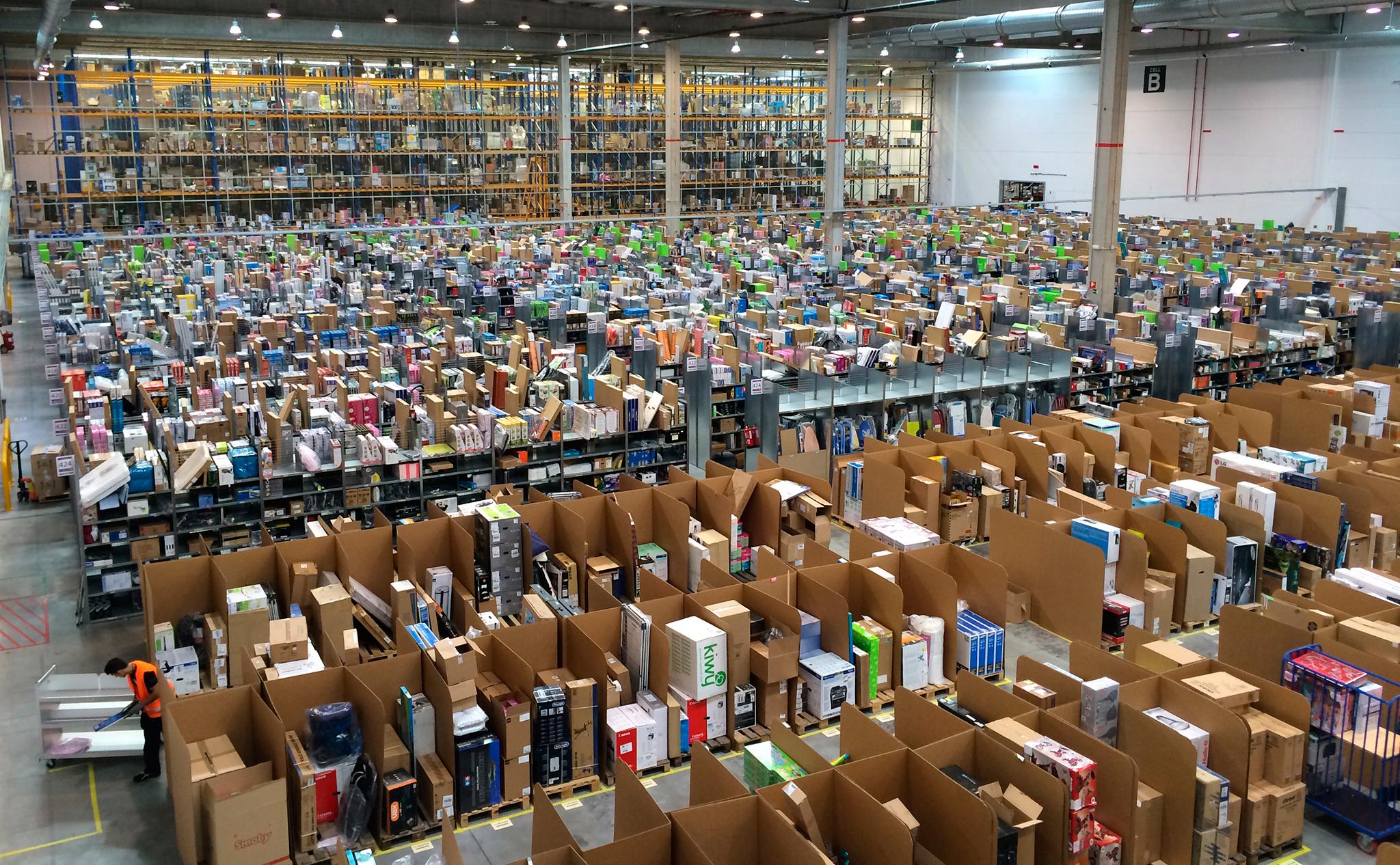 """I Sindaci fanno a gara per ospitare l'hub di Amazon. Legambiente: """"Purché sia a zero consumo di suolo"""""""