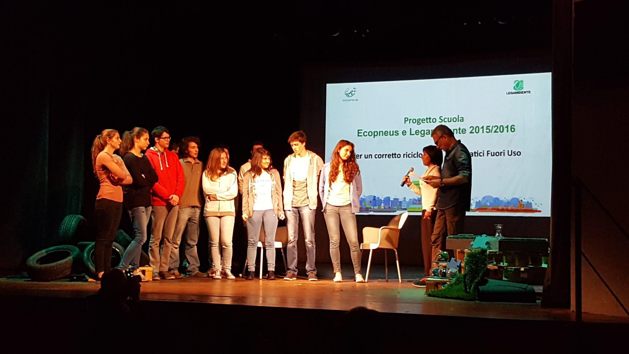 Per tre scuole di Aosta, Vercelli e Cuneo campi sportivi in gomma riciclata grazie al progetto di Legambiente ed Ecopneus