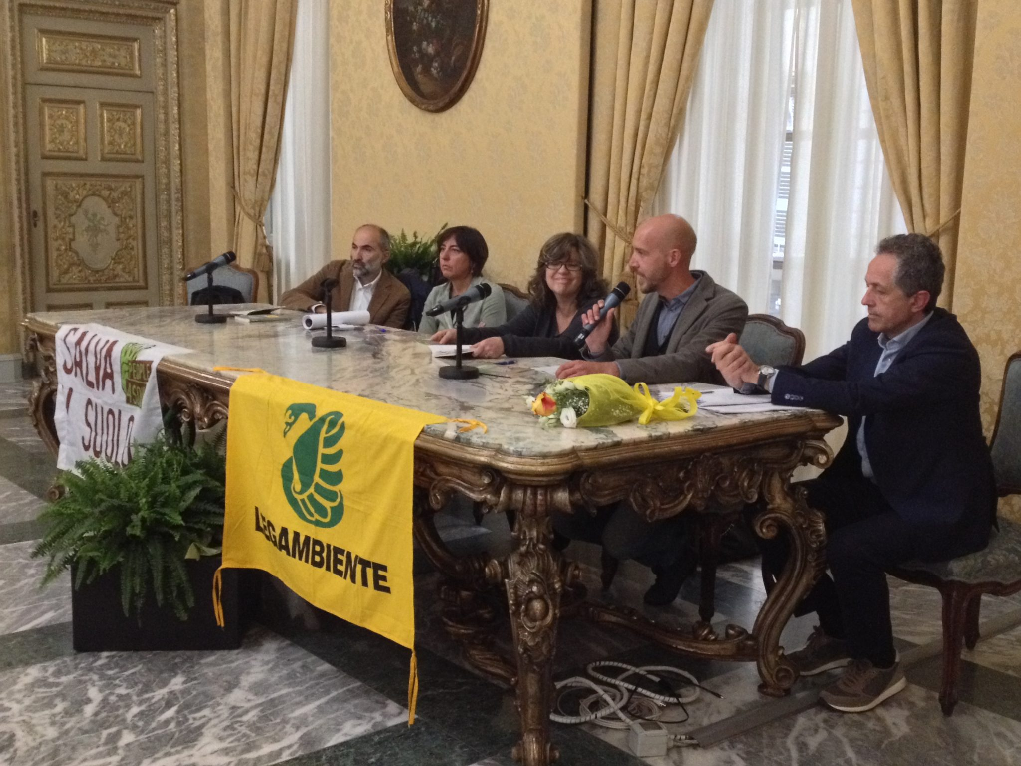 Piemonte, la campagna #salvailsuolo fa tappa in Consiglio Regionale
