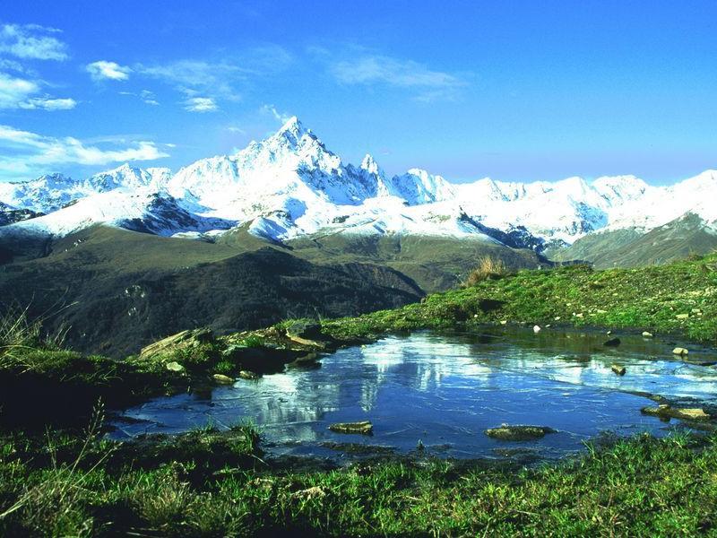 Carovana delle Alpi 2017: le bandiere verdi e nere di Legambiente all'arco alpino